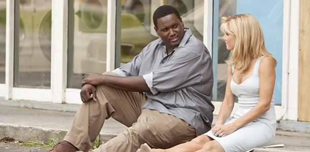 the blind side movie review The blind side is the true story of the high-school years of baltimore ravens  lineman michael oher (quinton aaron), who was born in a.