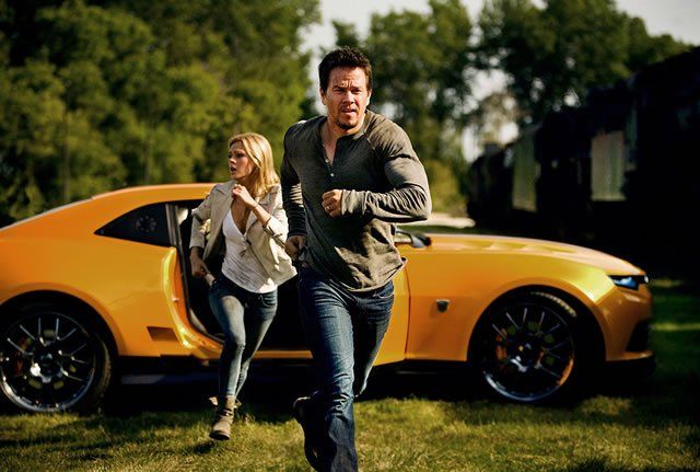Transformers: Age of Extinction picture (Mark Wahlberg and Nicola Peltz)