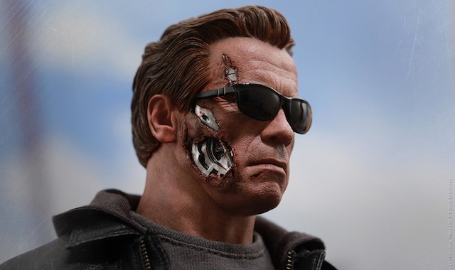 Take a look at the new Hot Toys Terminator.