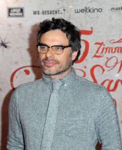 What We Do in the Shadows is a new comedy starring Jemaine Clement.