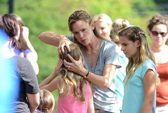 Jennifer Garner Gets Silly on the Set of Miracles From Heaven.