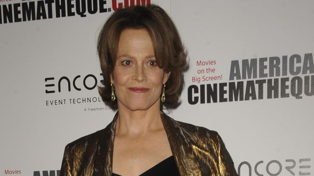 Sigourney Weaver Talks Avatar Sequels, Teases Defenders Villain