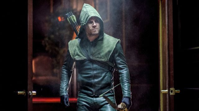 Oliver Dons His Old Arrow Costume in New Photos