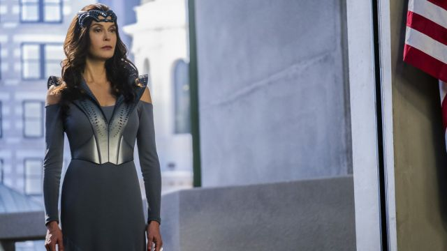 Teri Hatcher's Villain Debuts in New Supergirl Clip