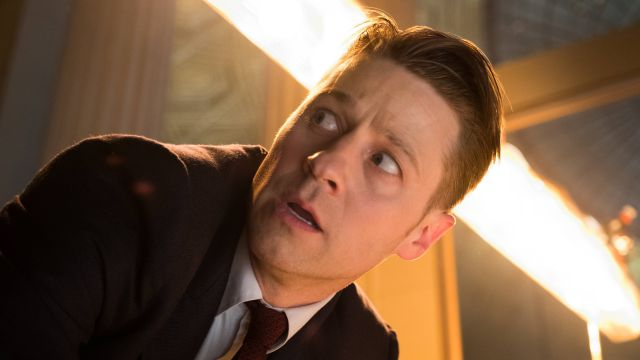 Gordon Confronts The Court in Gotham Episode 3.18 Trailer