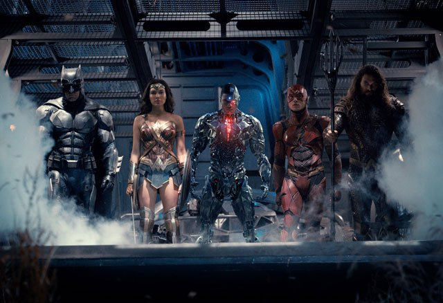 Do Justice League Reshoot Pics Show the Hall of Justice?