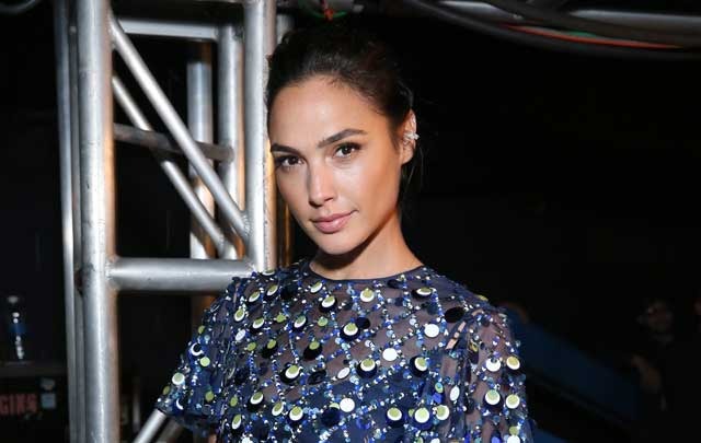 GAL GADOT To Host SATURDAY NIGHT LIVE