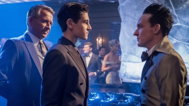 20 Gotham Season 4 Premiere Photos Released