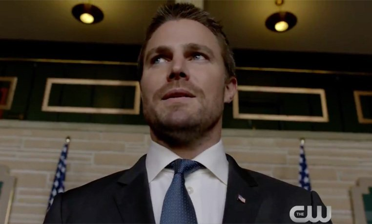 Oliver Name-Drops Bruce Wayne in a New Arrow Clip