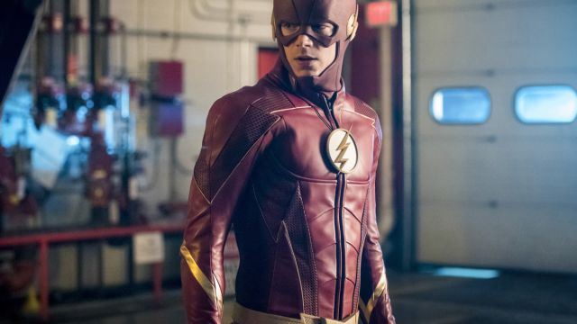See The Flash's New Costume in Episode 4.02 Photos!