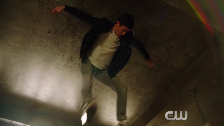 Barry's Full of Hot Air in New The Flash Promo