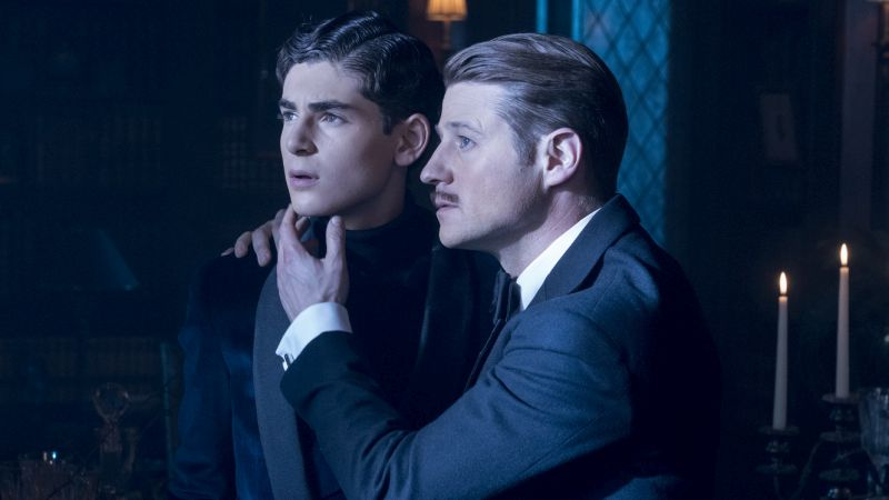 Jim Gordon Finally Gets a Mustache in New Gotham Photos