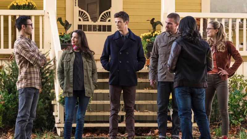 First Elseworlds Photos Bring the Heroes Together