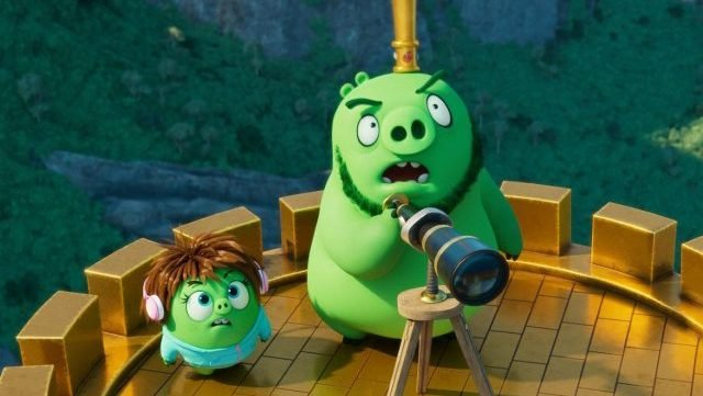 The Pigs Call for a Truce in New The Angry Birds Movie 2