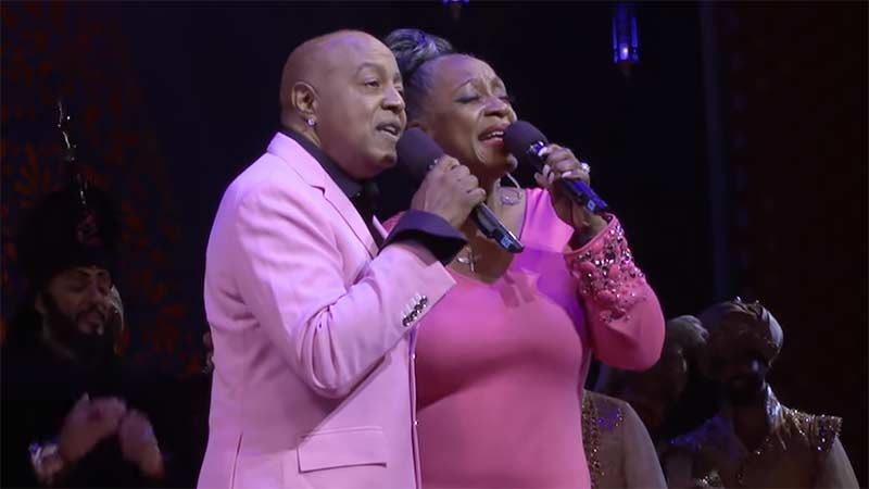 Aladdin Reunion: Original Duo Peabo Bryson & Regina Belle Sing 'A Whole New World'