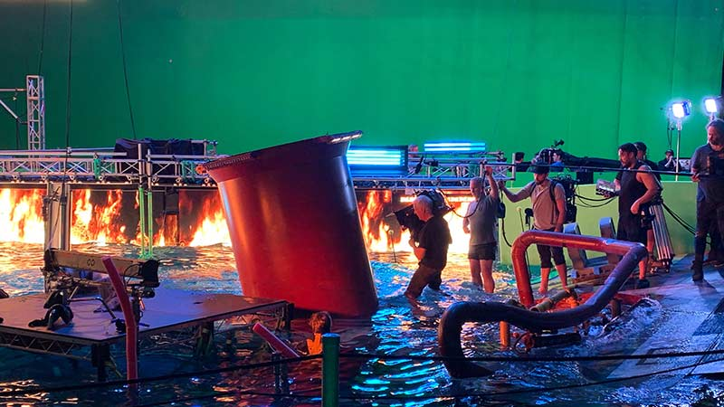 Avatar Sequel Behind-the-Scenes Photo Features James Cameron Wielding a 3D Camera