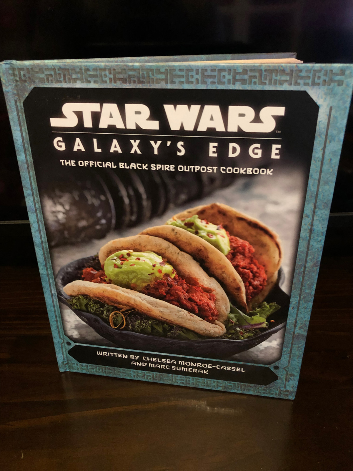 Galaxy's Edge: The Official Black Spire Outpost Cookbook