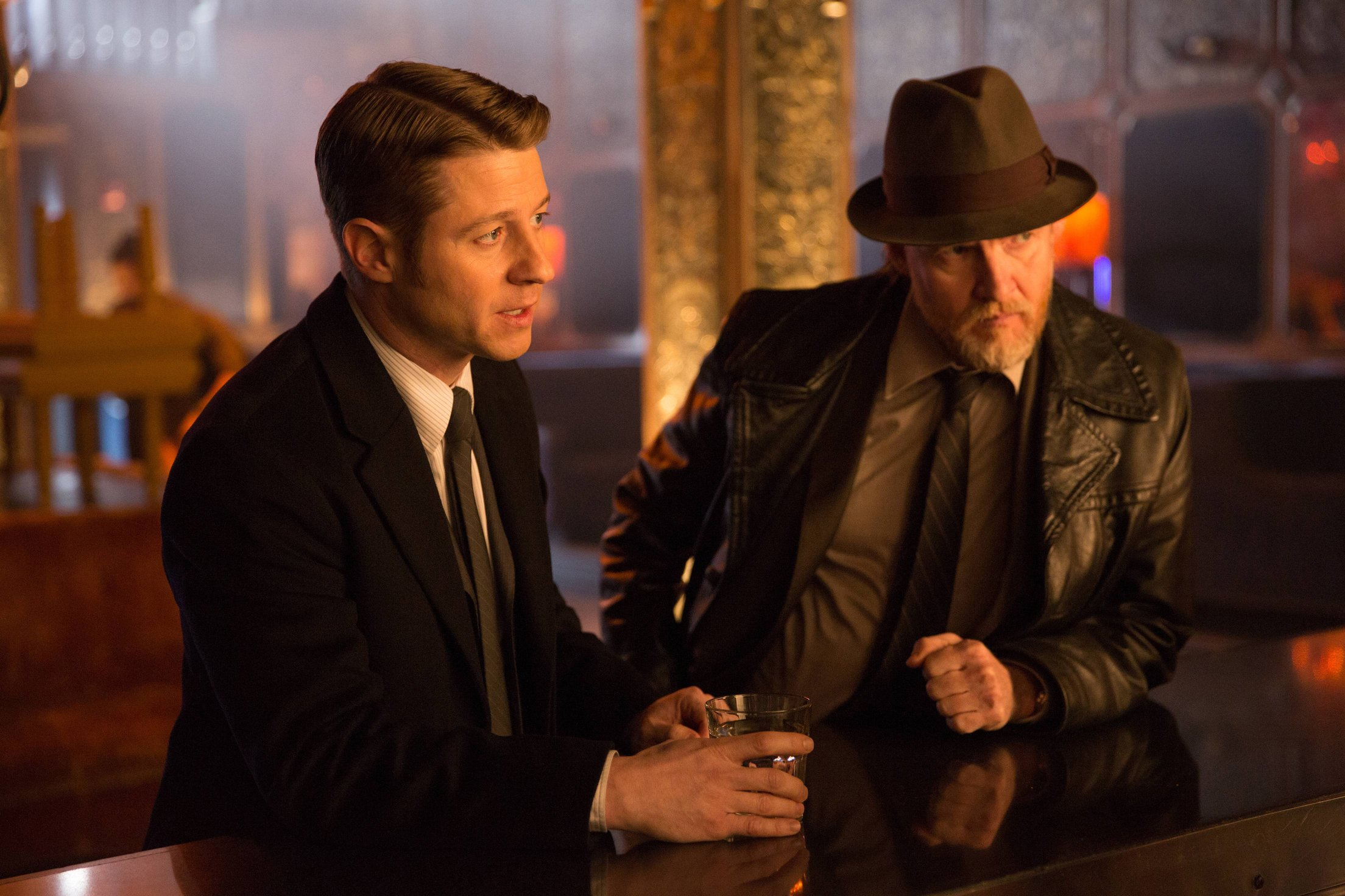 """GOTHAM: Benjamin McKenzie (Gordon, L) and Donal Logue (Bullock, R) question a bartender in the """"Beasts of Prey"""" episode of GOTHAM airing Monday, April 13 (8:00-9:00 PM ET/PT) on FOX. ©2015 Fox Broadcasting Co. Cr: Jessica Miglio/FOX"""