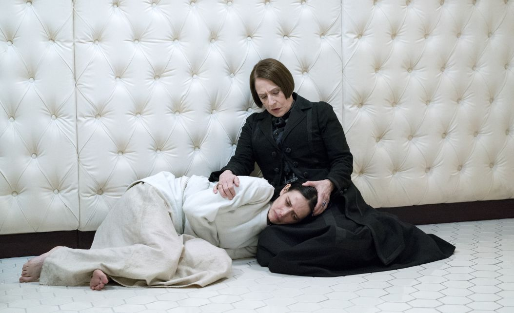 http://cdn3-www.comingsoon.net/assets/uploads/gallery/penny-dreadful-season-three/pds3feature.jpg