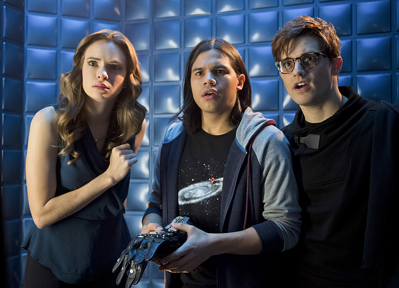 "Danielle Panabaker, Carlos Valdes, and Andy Mientus as Caitlin Snow, Cisco Ramone ""Vibe"" and Hartley Rathaway ""Pied Piper"" in The Flash ""Flash Back"""