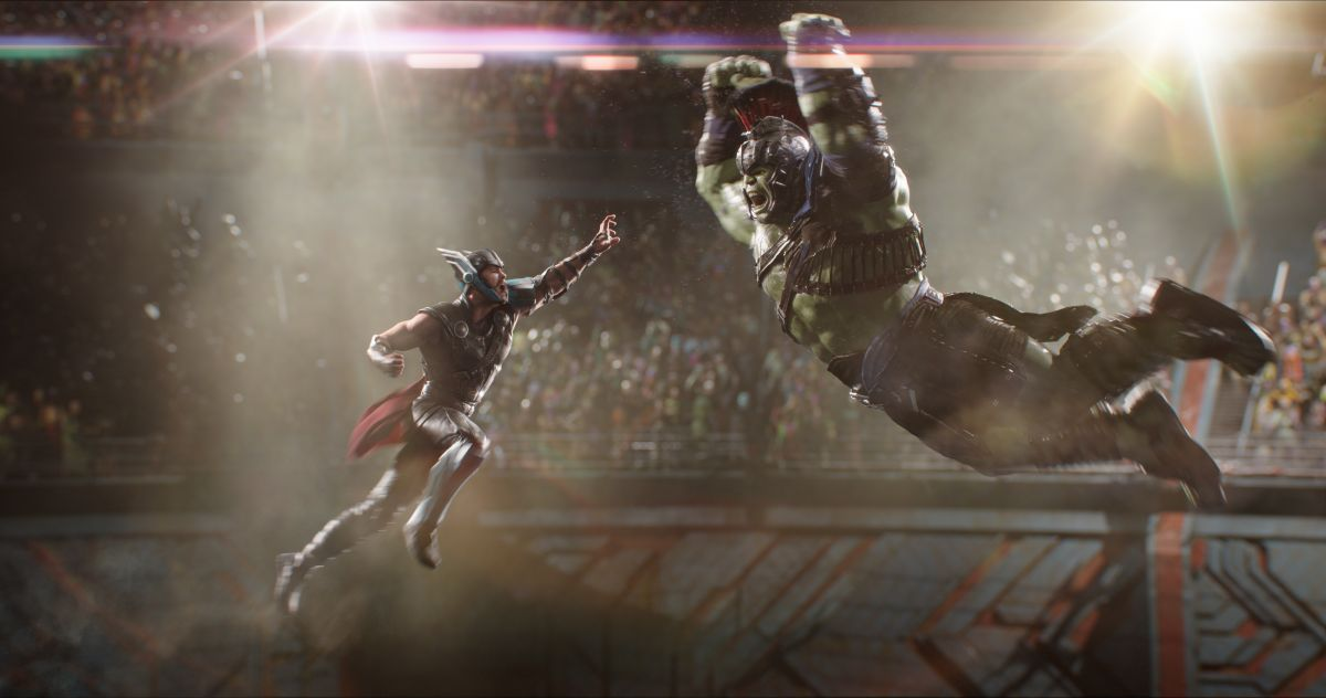 Marvel Studios Thor: RagnarokL to R: Thor (Chris Hemsworth) and Hulk (Mark Ruffalo)Photo: Film Frame©Marvel Studios 2017